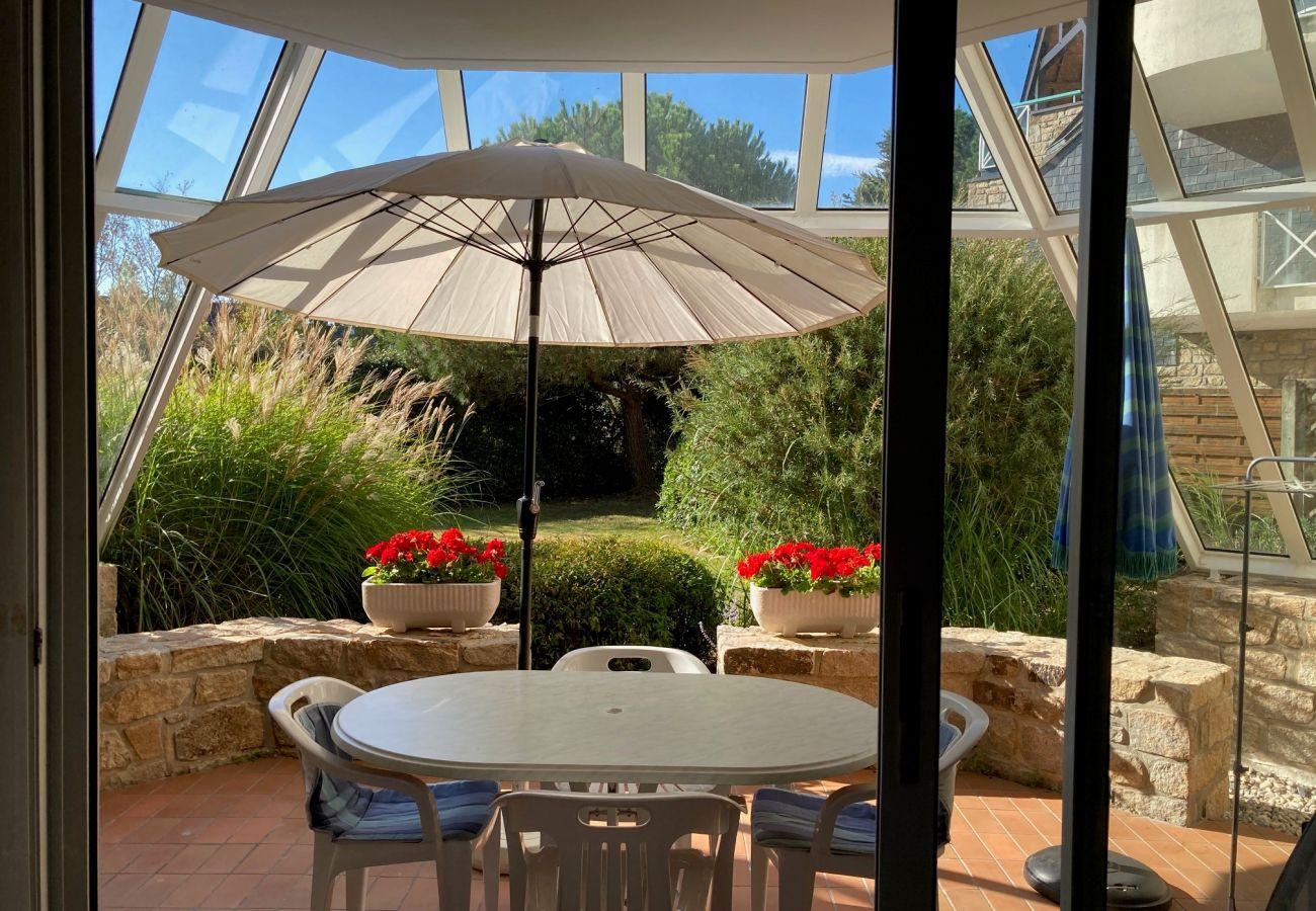 Apartment in Carnac - Appartement 2* Agréable et Bien Situé, Terrasse Couverte Vue sur Jardin-DT10
