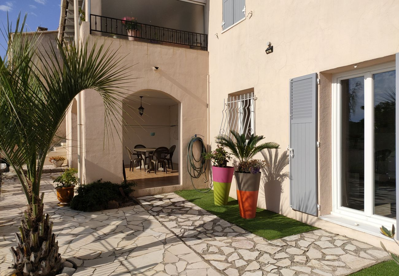 House in Saint-Jean-de-l'Esterel - Belle Maison Moderne et Spacieuse avec Piscine Commune -SUD6001