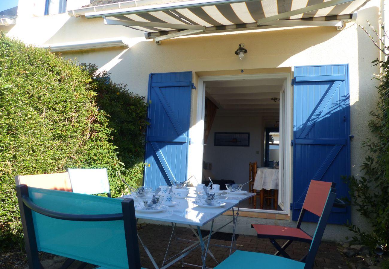 Townhouse in Saint-Philibert - Petite Maisonnette Typique Belle Terrasse, ldéalement Située-T265