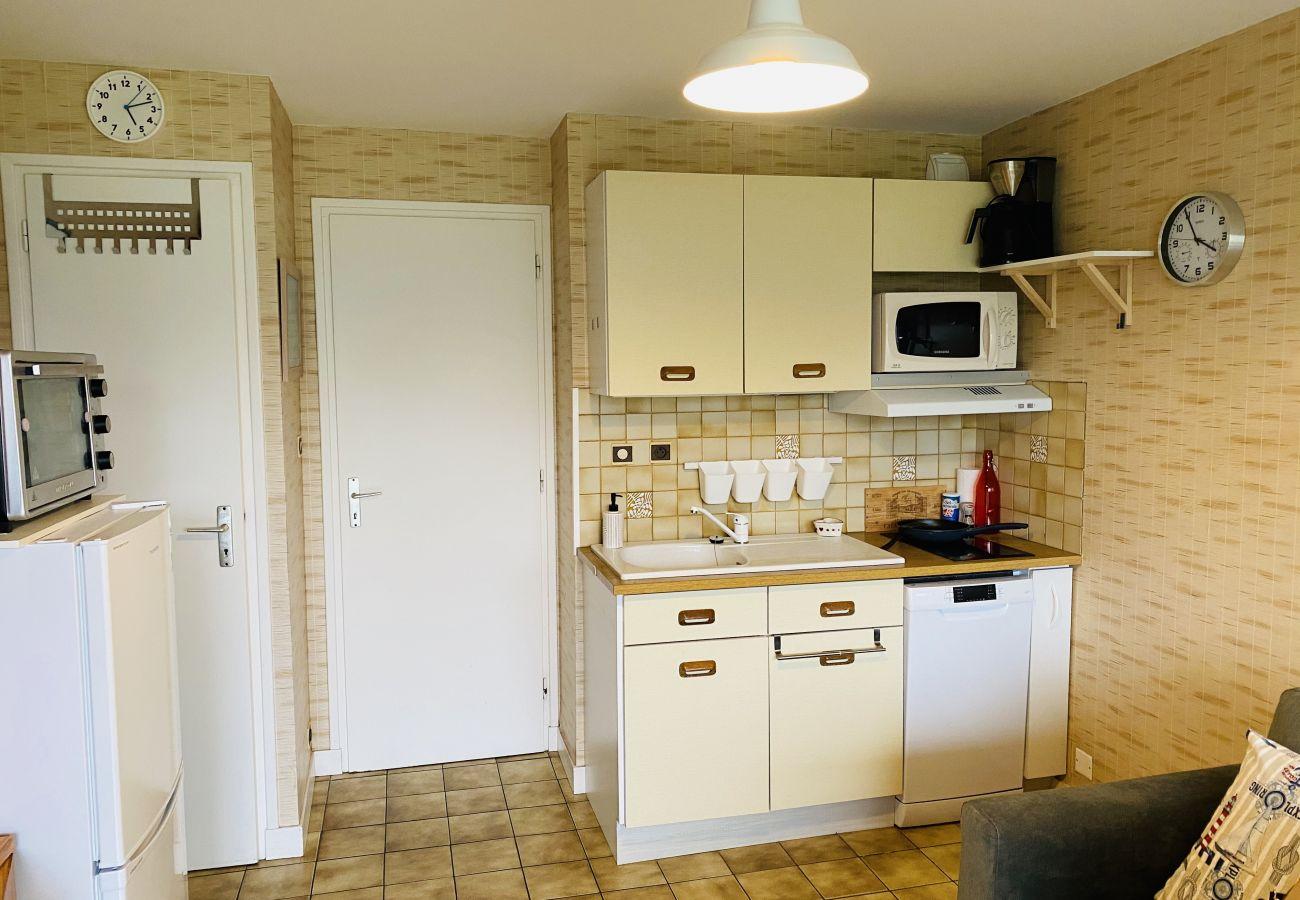 Studio in Carnac - Petit Appartement Tout Equipé Bien Situé,WIFI et Plage à 100m-U66