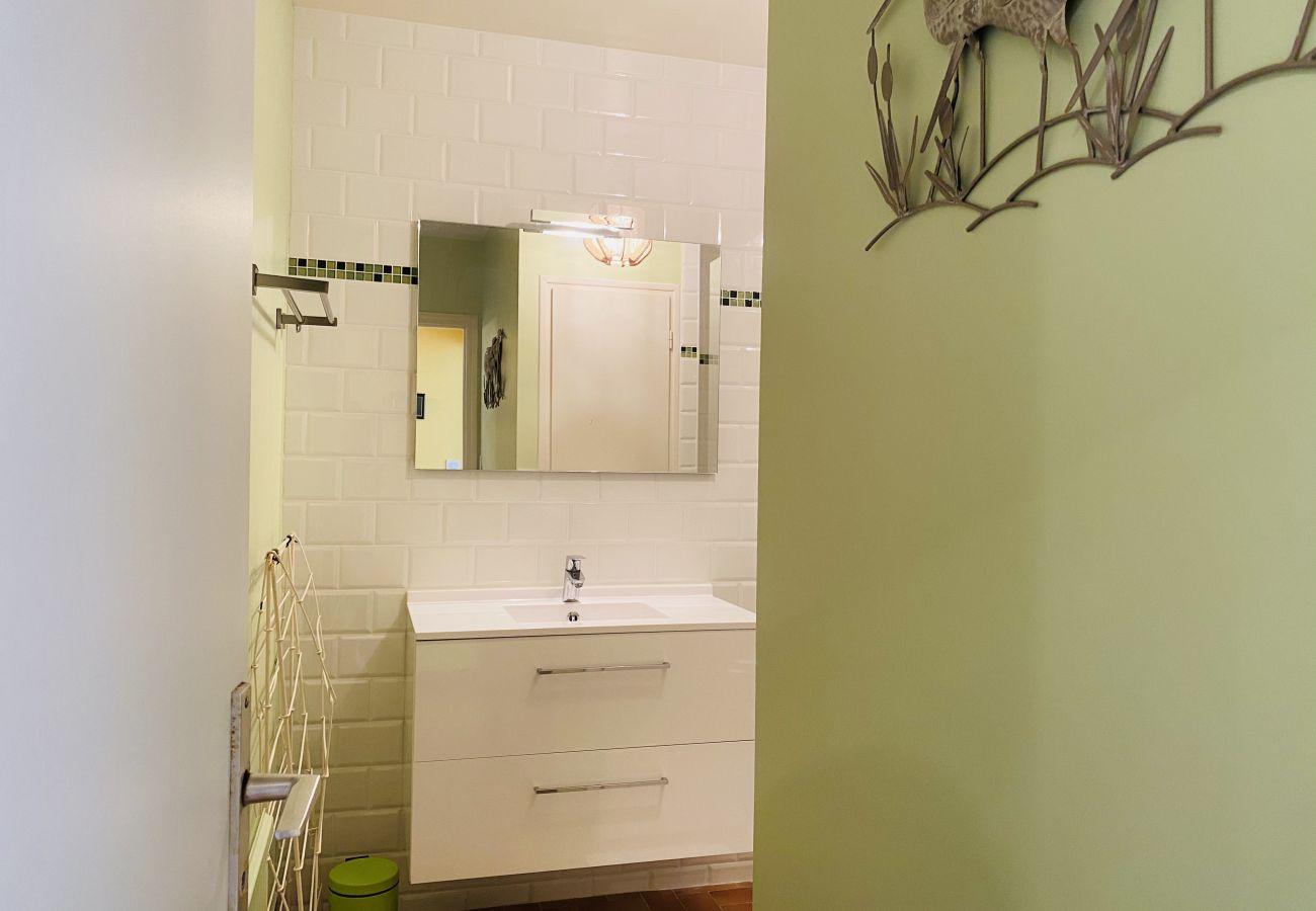 Apartment in Carnac - Appartement Confortable Jardin et Terrasse, Plage Beaumer à 300m-D12
