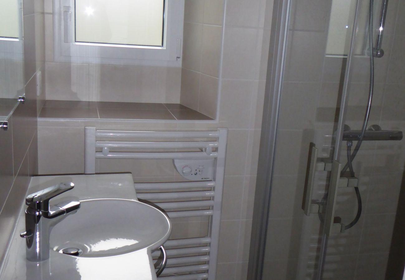 Maison à Esquibien - Charmante Maison Typique à Esquibien, Quartier Calme et Proche Plage-AD5009