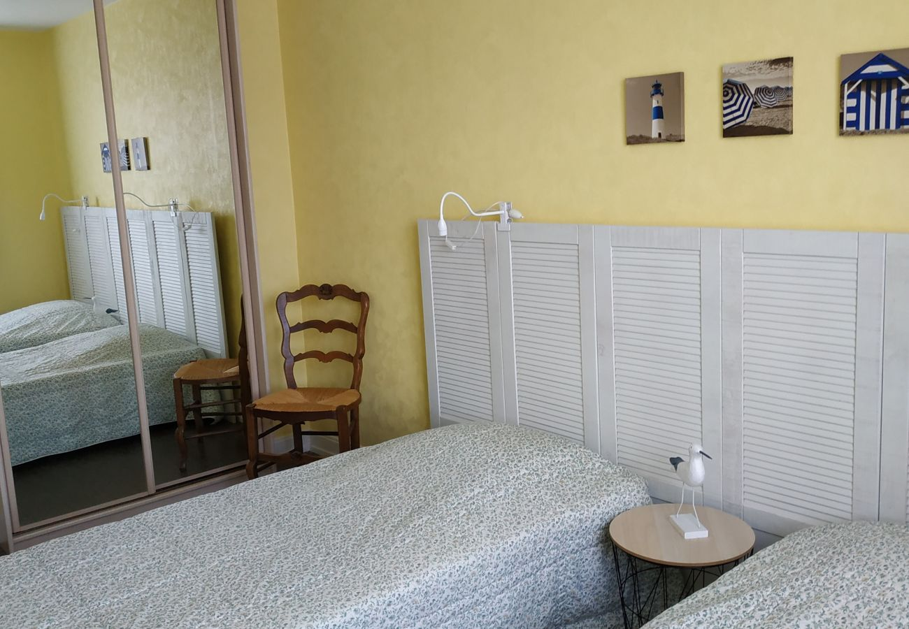 Appartement à Carnac - Baie Beaumer, Appartement 2* proche plages et vue mer-D178