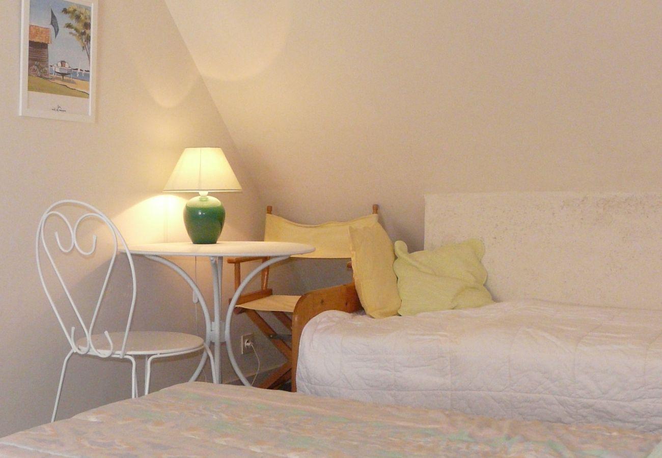 Maison à Carnac - Petite Maison Agréable avec Jardin et Proche Plage-CA4003