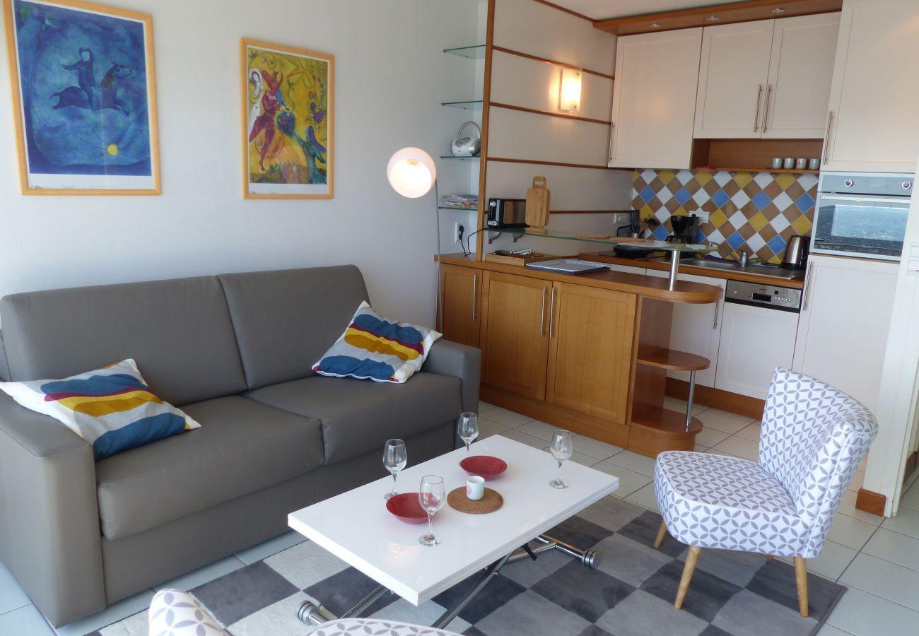 Appartement à Carnac - Bel Appartement Lumineux Vue Mer, Proche Plage-D11