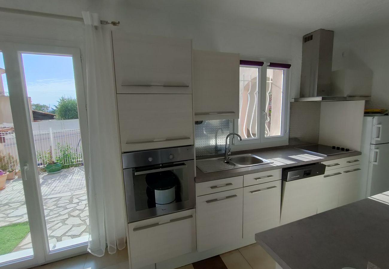 Maison à Saint-Jean-de-l'Esterel - Belle Maison Moderne et Spacieuse avec Piscine Commune -SUD6001
