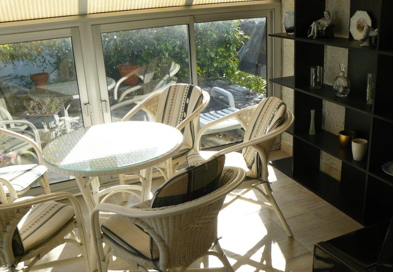 Villa à Carnac - Belle Maison Familiale, Quartier Calme et Proche Commerces, Wifi-C81