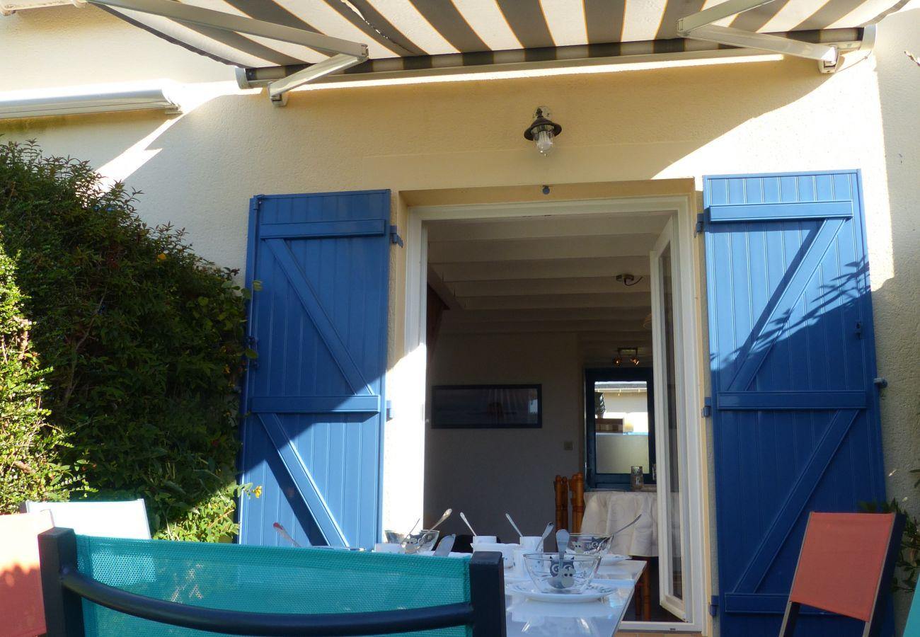 Maison mitoyenne à Saint-Philibert - Petite Maisonnette Typique Belle Terrasse, ldéalement Située-T265