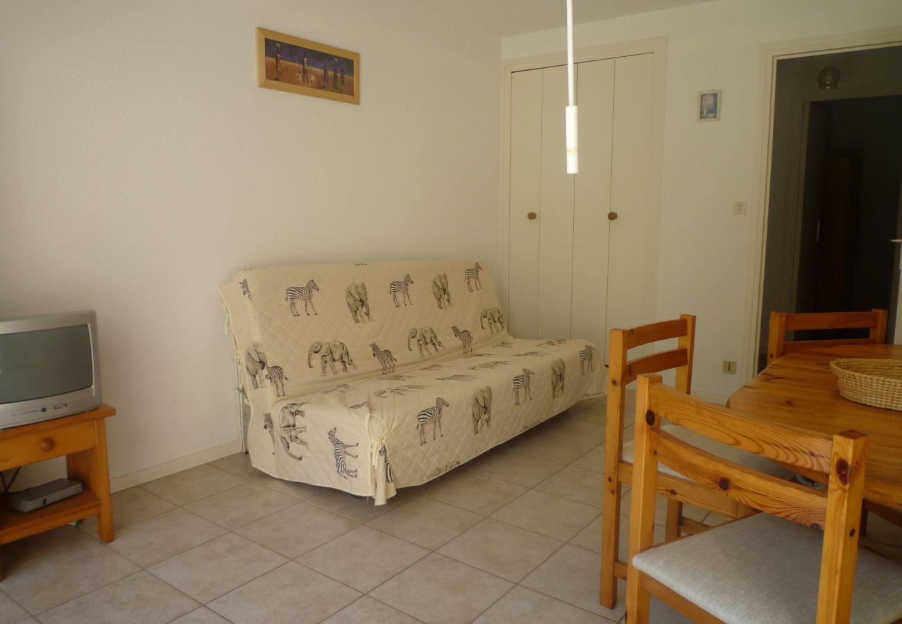 Appartement à Carnac - Appartement Tout Confort Bien Situé, avec Terrasse & Jardin-DPI34
