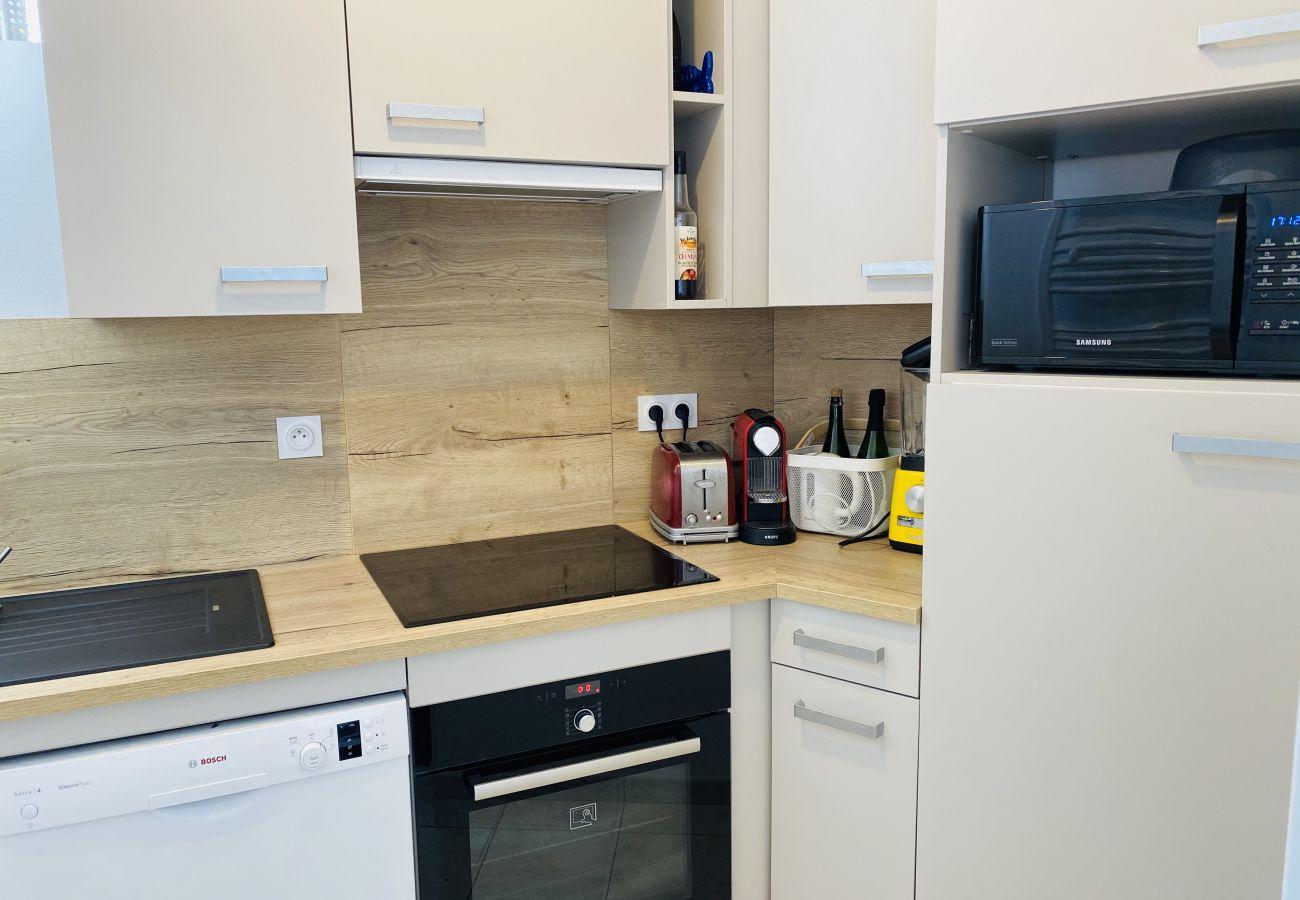 Appartement à Carnac - Bel appartement spacieux avec grande terrasse vue mer-TAT19